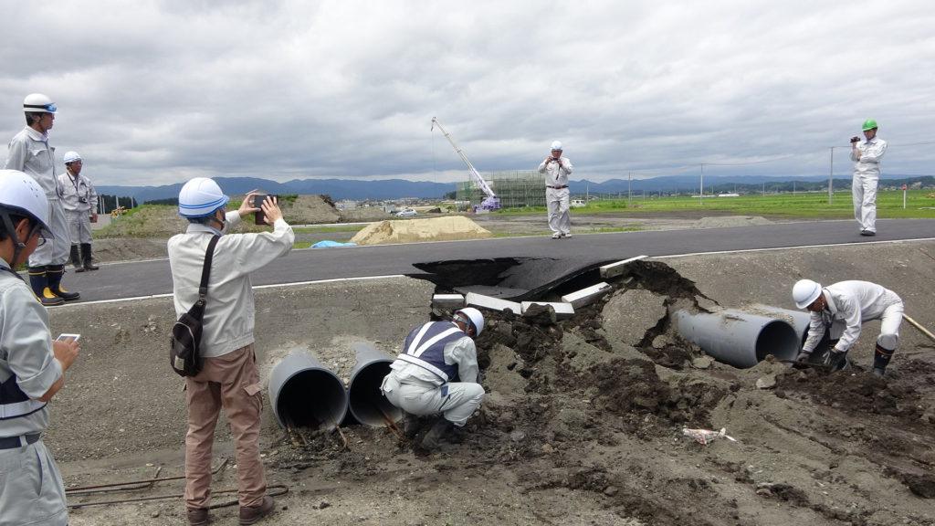 瓦礫・土砂崩落フィールドの整備の様子1
