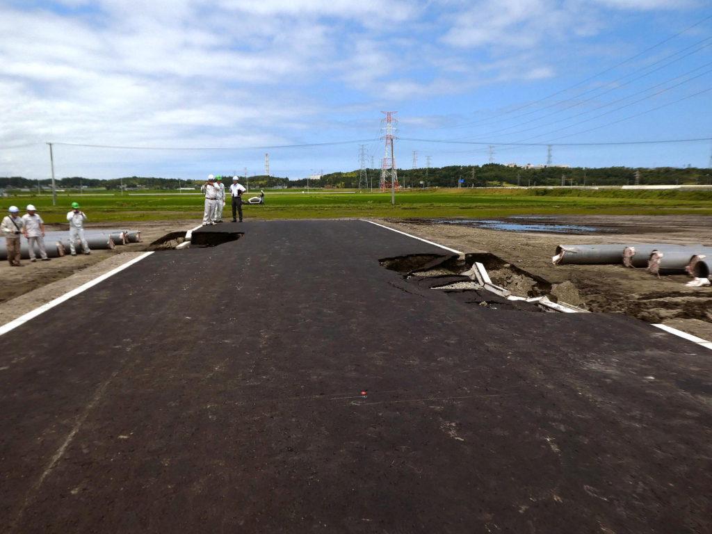 瓦礫・土砂崩落フィールドの整備の様子3
